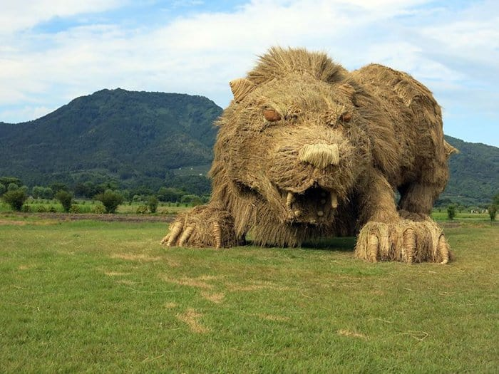 Giant Straw Animals lion side