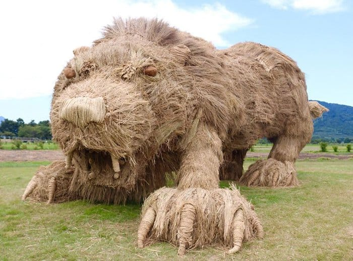 Giant Straw Animals lion