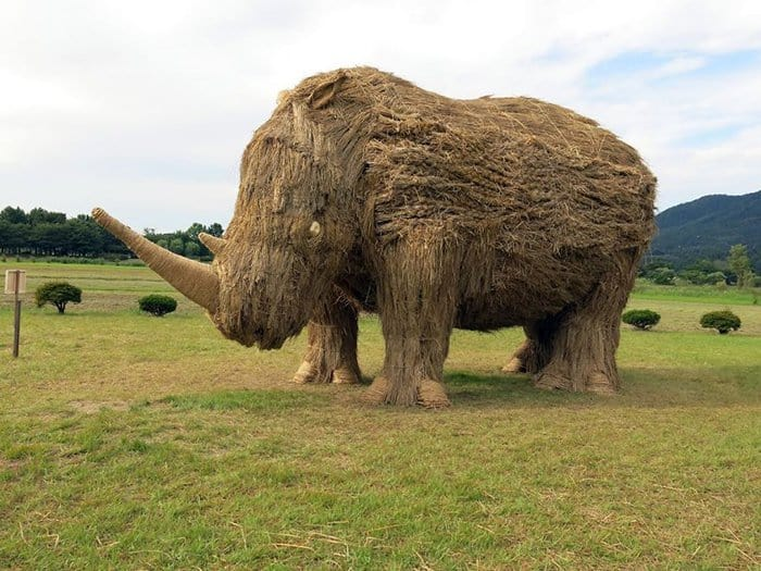Giant Straw Animals rhino