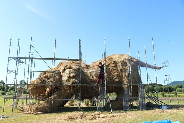 Giant Straw Animals scaffolding