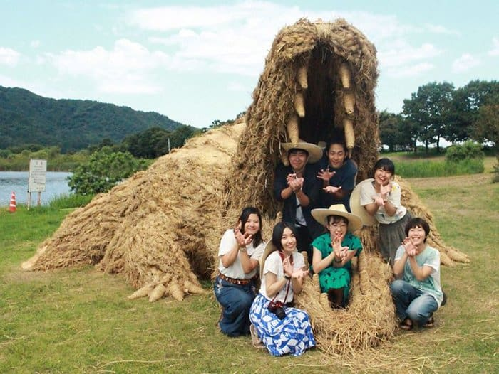 Giant Straw Animals sitting in crocodile