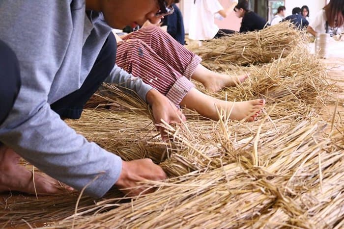 Giant Straw Animals working with straw