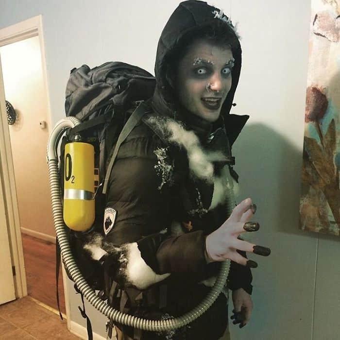 Halloween Costumes dead body mount everest