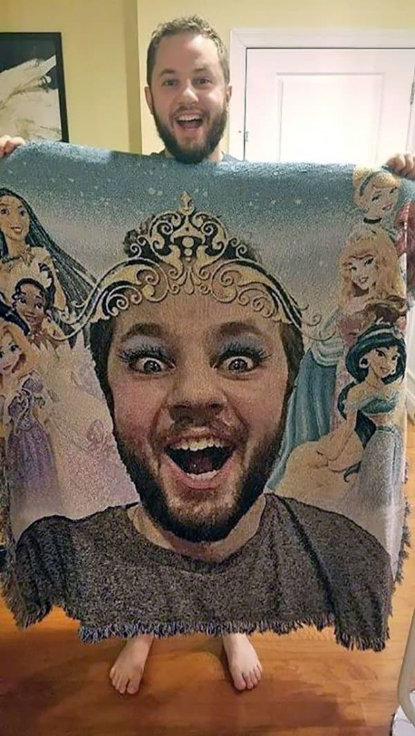 Hilarious Uncles princess blanket with face
