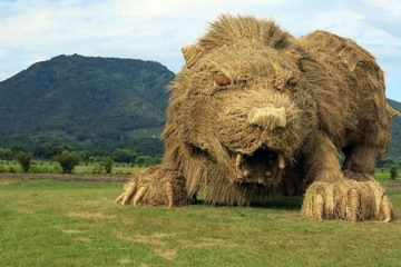 giant-straw-animals