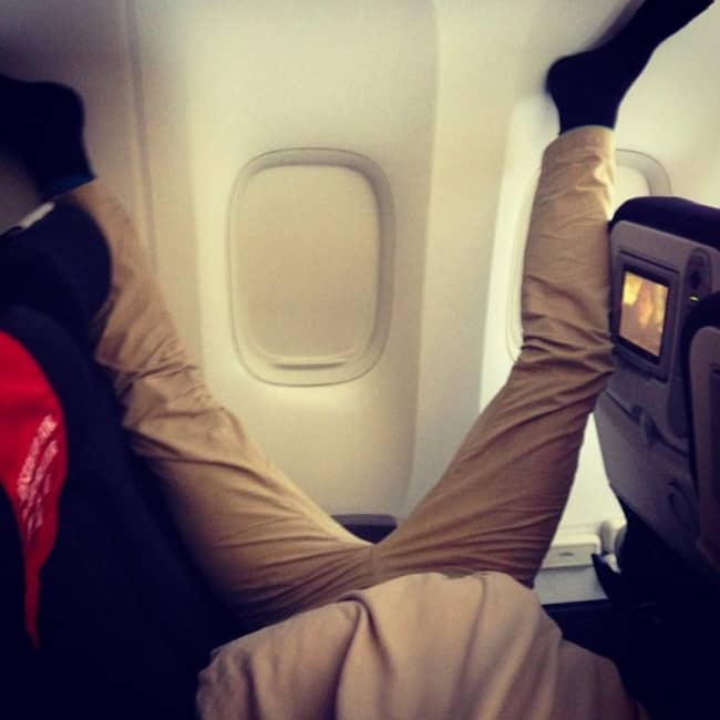 Crazy Things Spotted On Flights legs in air