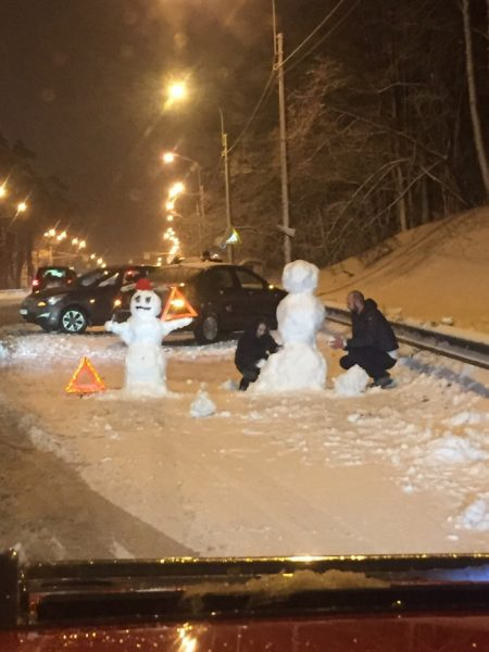 https://www.reddit.com/r/ANormalDayInRussia/comments/7lraj5/when_you_crash_your_cars_and_wait_for_traffic/?st=jd0jfsh8&sh=f4a7bd3c