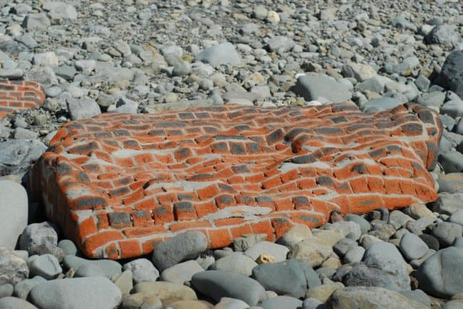 brick-wall-shaped-by-the-sea