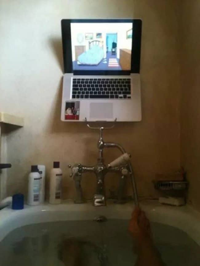 macbook-on-tub