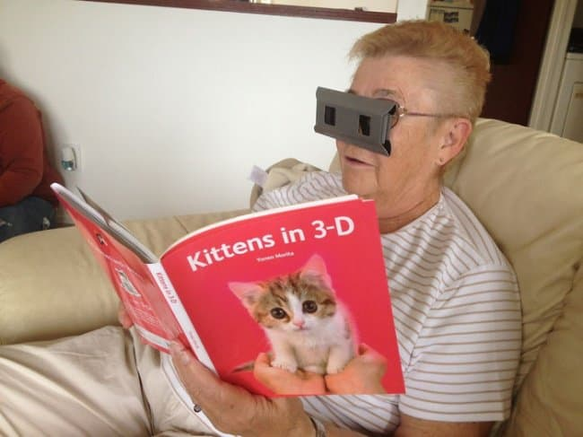 grandma-watching-3d