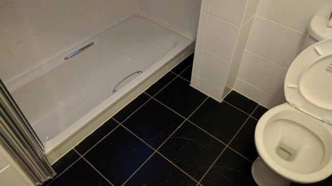 bathtub_lower_than_floor_level