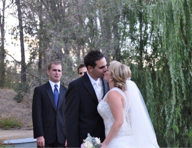 best-man-wedding-awkward-reaction-funniest-photobombs