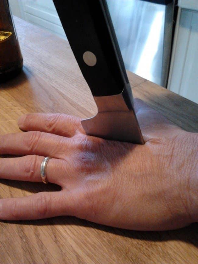 broken_knife_hand_stab_prank