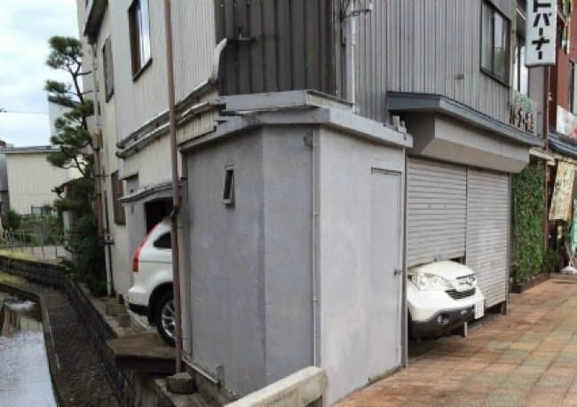 car-does-not-fit-in-the-garage-funniest-design-fails