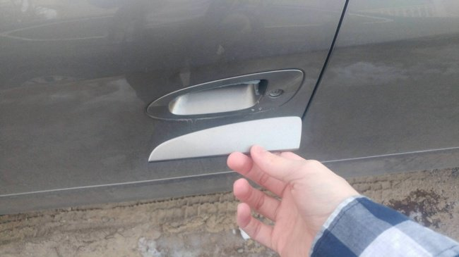 car-door-handle-broken-unlucky-people