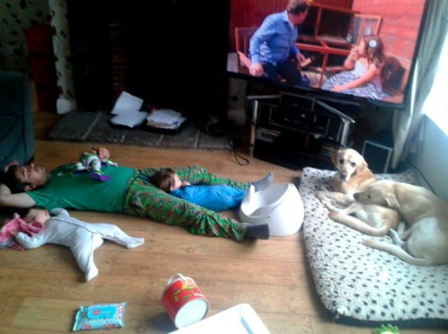 dad-sleeping-with-kids-on-the-floor-hilarious-dads