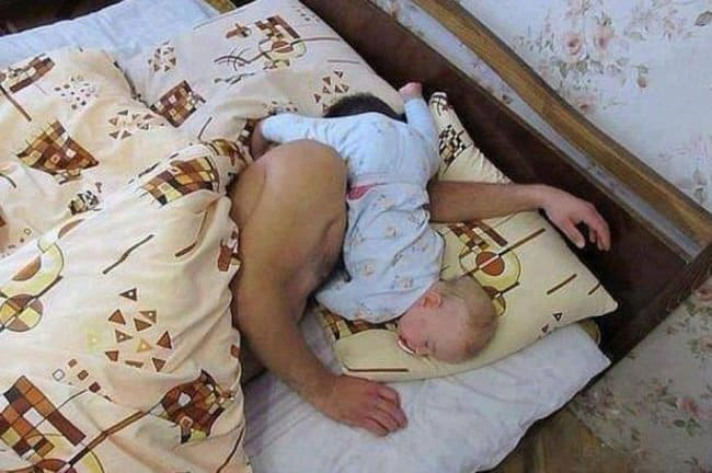 daddy-pillow-baby-awkward-position-hilarious-dads