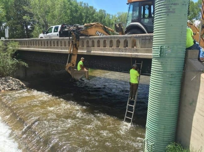 daring-men-under-bridge