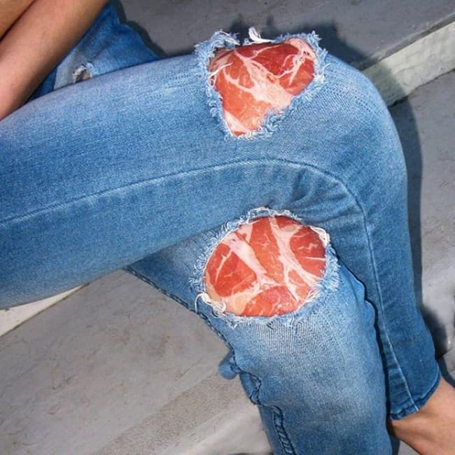 knee_ripped_jeans