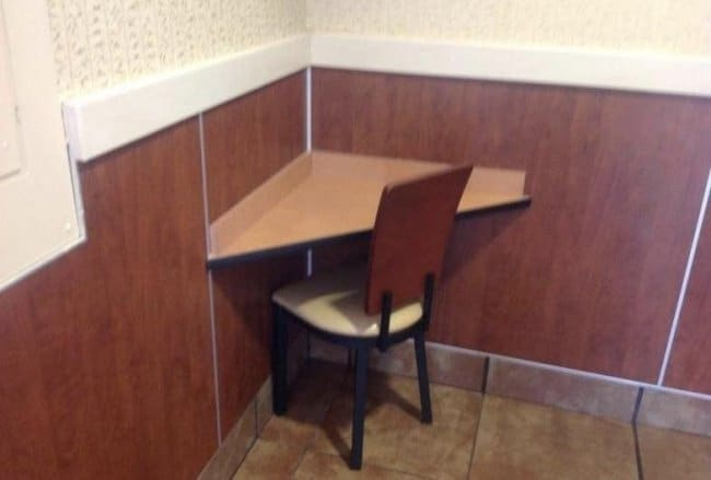 lonely-table-at-a-restaurant