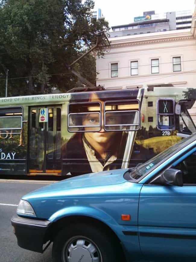 lord-of-the-rings-bus-ad