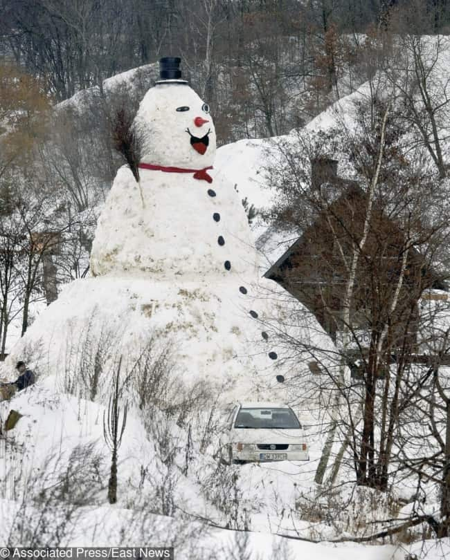 make-10-meter-snowman-for-fun-creativity-in-hilarious-ways