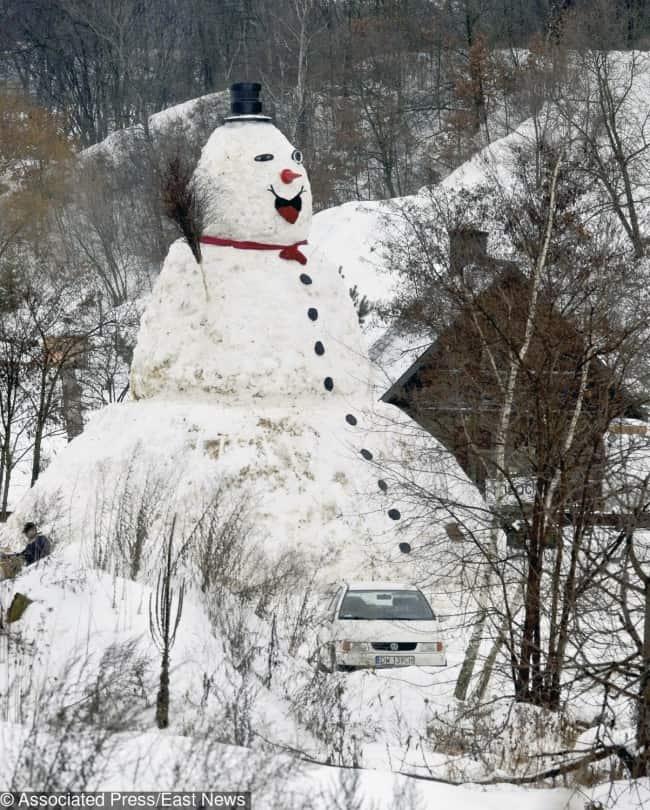 make-10-meter-snowman-for-fun-creativity-in-hilarious-ways