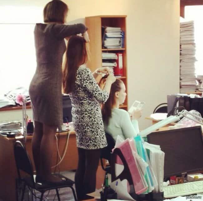 office_ladies_hairdo_chain