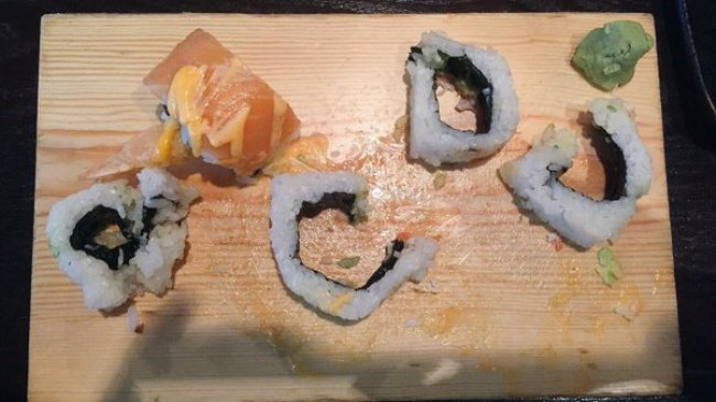 peculiar_way_to_eat_sushi