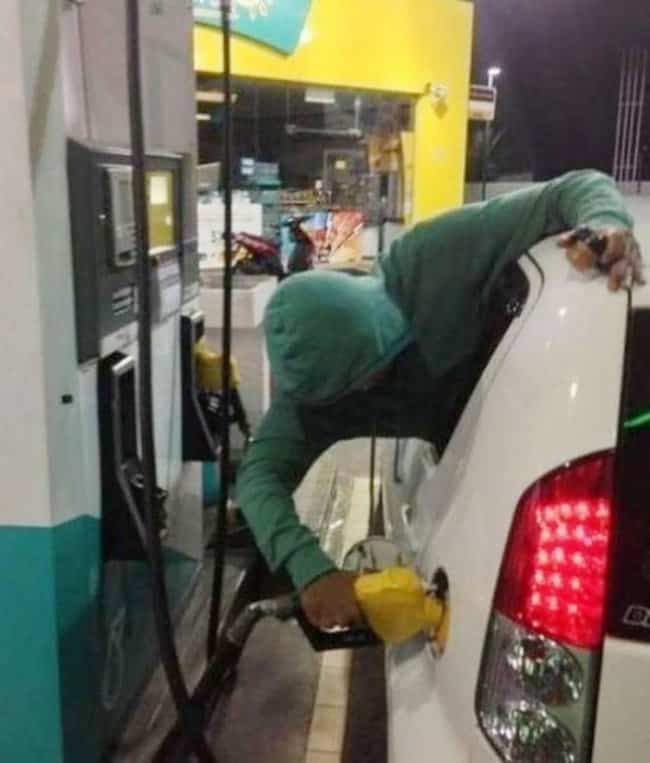 refilling-gas-without-getting-out-the car-hilariously-lazy-people