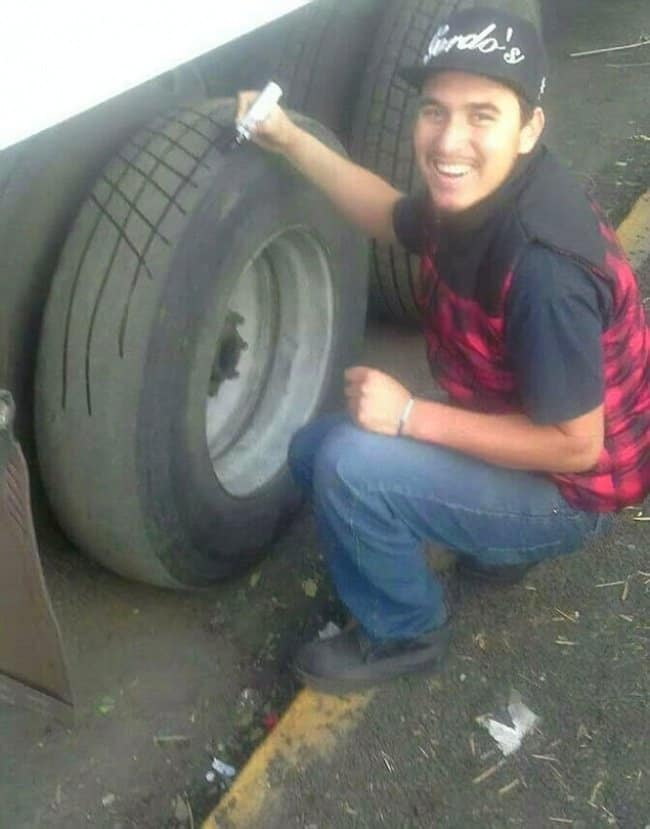 refresh-old-tires-with-a-marker