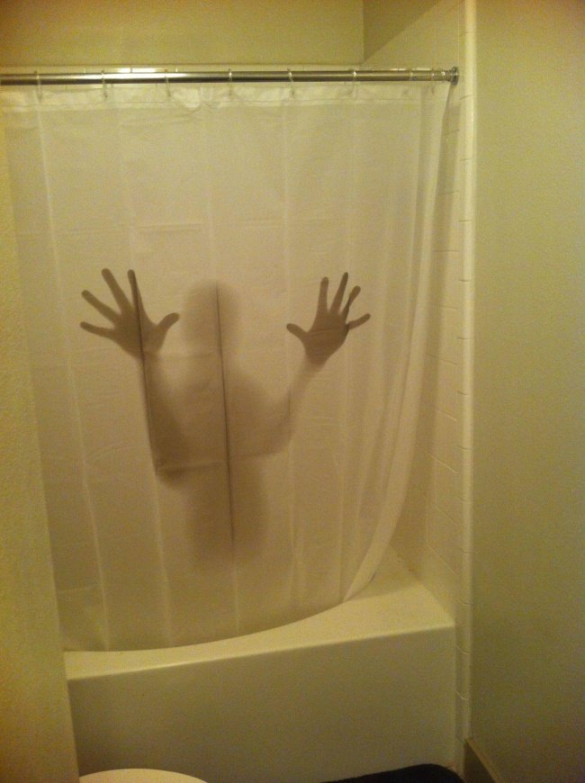 scary_bathroom_curtain