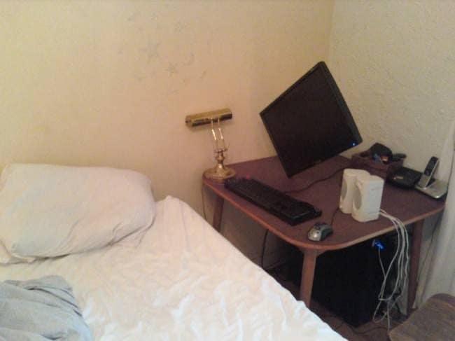 slanted-monitor-hilariously-lazy-people