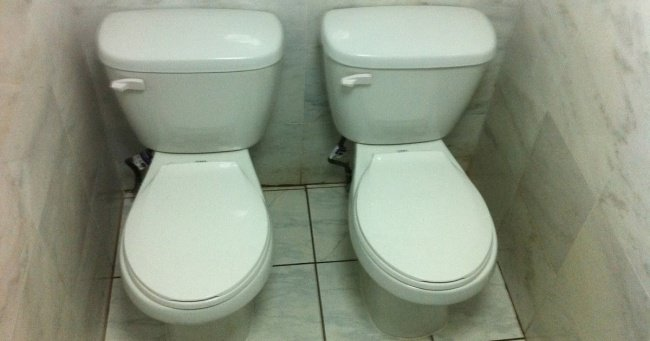 toilets-placed-closely-together-inventive-people