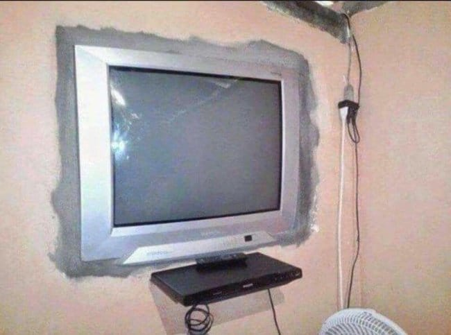 tv_buried_on_wall_to_look_flatscreen
