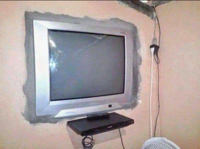 tv_buried_on_wall_to_look_flatscreen