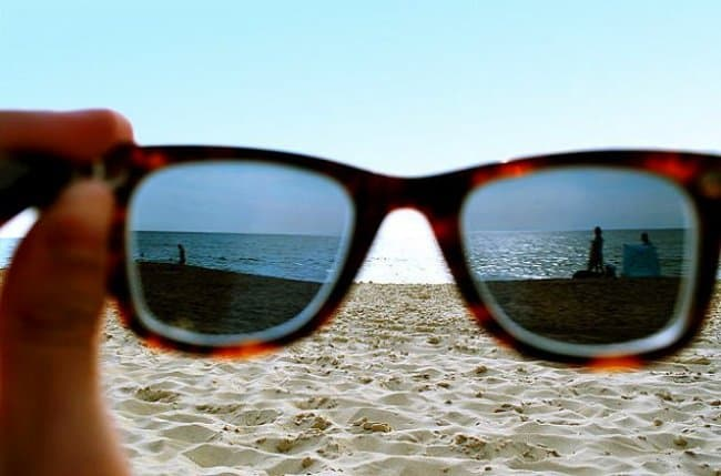 wearing-sunglasses-at-the-beach