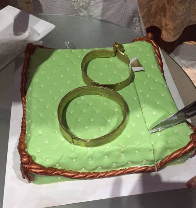 wedding_cake_rings_on_cushion