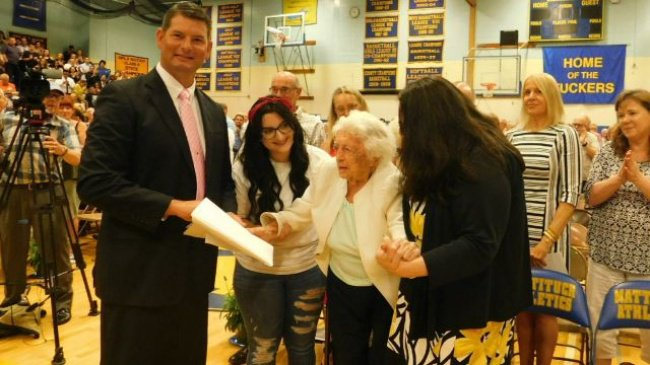107-year-old-grandma-accepts-high-school-diploma