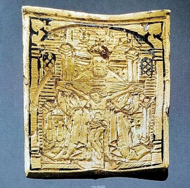 15th-century-gold-pendant-buried-in-the-field-lucky-discoveries