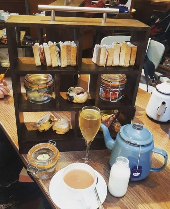 afternoon-tea-in-a-bookcase