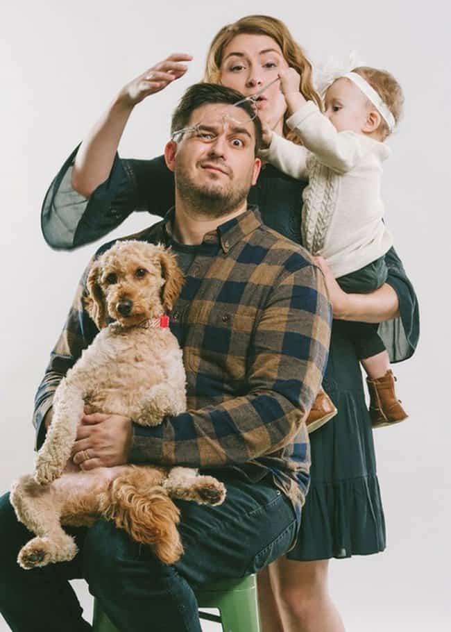 baby-takes-off-dad-eyeglass-hilarious-family-photos