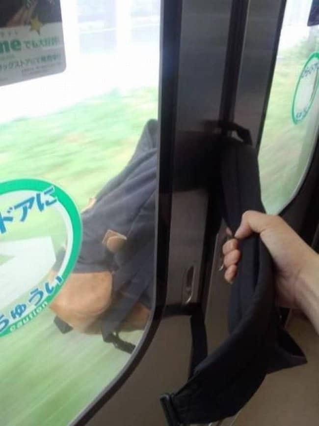 backpack-stuck-between-bus-door-terrible-unlucky-day
