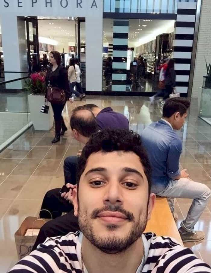 boyfriend-taking-selfie-outside-sephora-men-hate-shopping