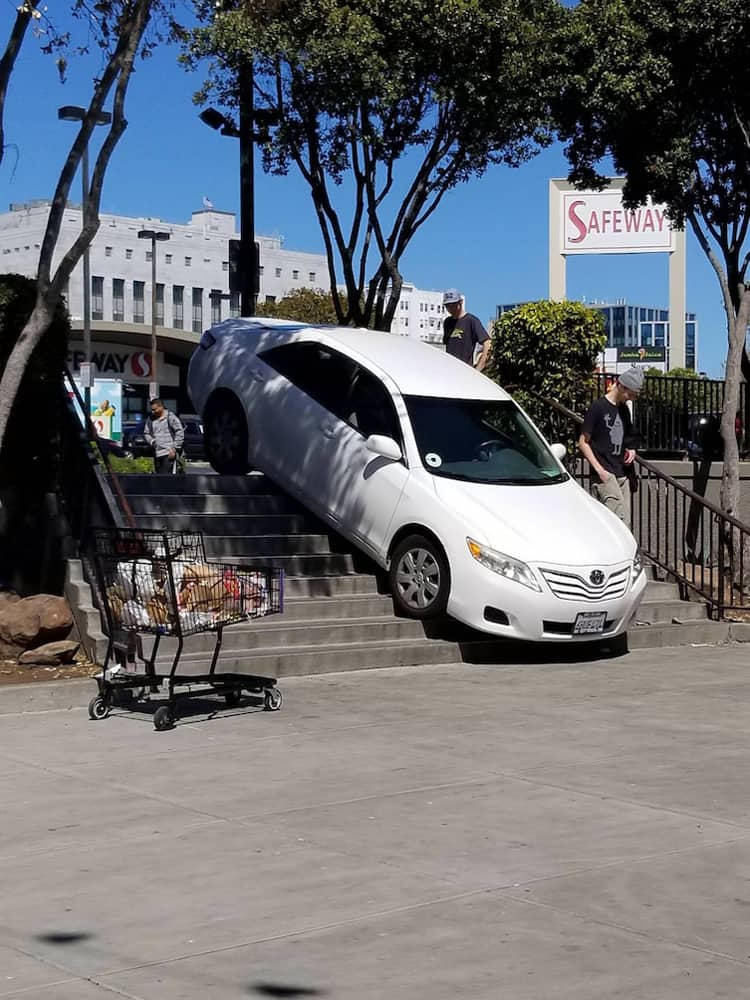 car-stuck-in-the-stairs-people-failed-to-pay-attention