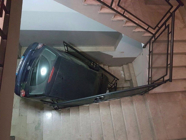 car-parking-on-a-staircase-unfortunate-people