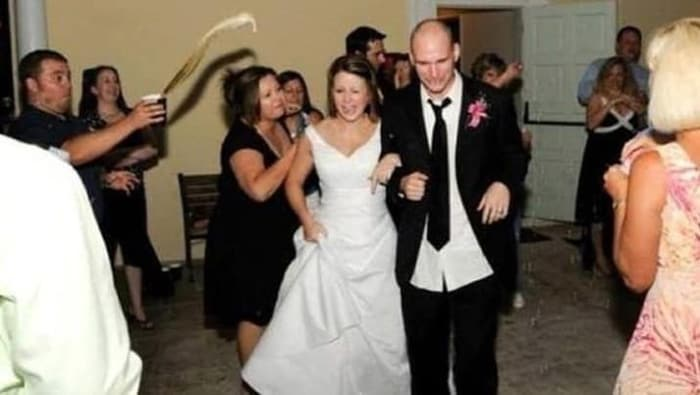 coffee-spilling-on-newlyweds-cringeworthy-photos
