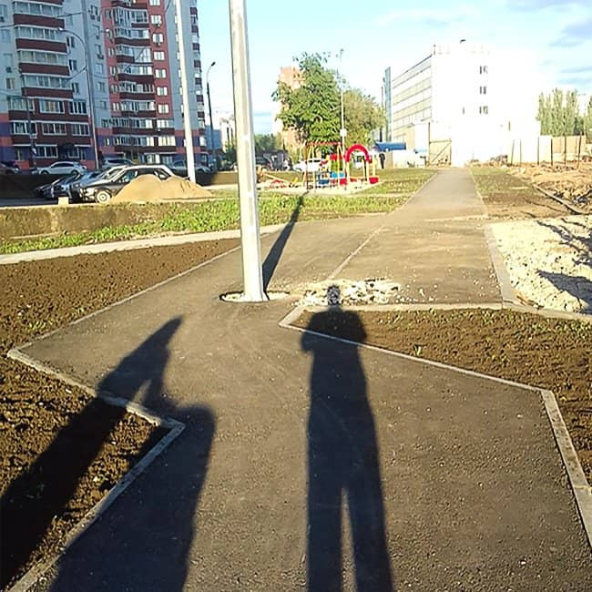 confusing-pathwalk-absurd-people