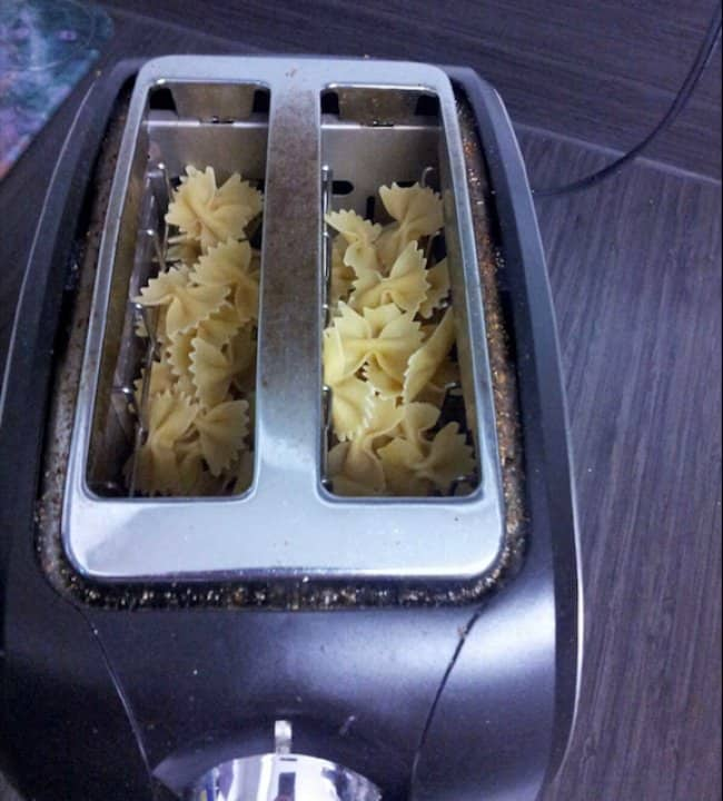 cooking-pasta-using-a-bread-toaster