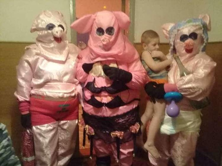 creepy-pig-costumes-people-who-epically-failed